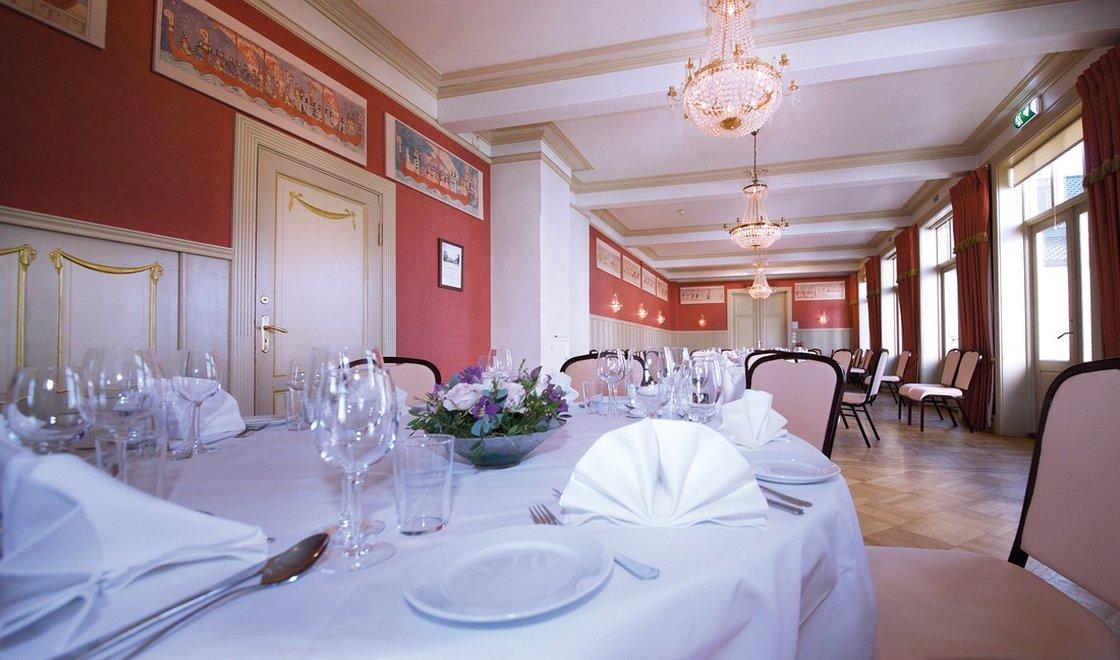 Kristinasalen er det største lokalet og egner seg spesielt godt til brylluper og andre selskaper fra 40 til 100 gjester.